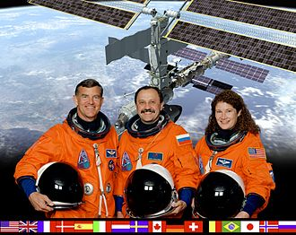 Expedition 2 - Image: ISS Expedition 2 crew