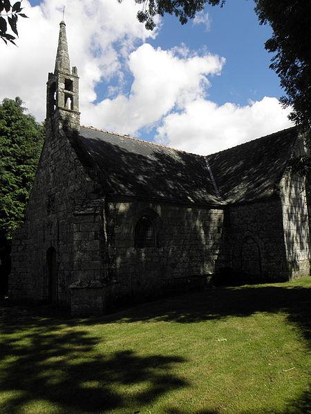 Chapelle de Locmaria, commune d'Inguiniel (56). Façade occidentale et flanc sud.