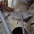 Interieur, opname van onderzijde bad vanuit gat in plafond van de begane grond, (boog)constructie van ondersteuning van het bad - Schiedam - 20349464 - RCE.jpg