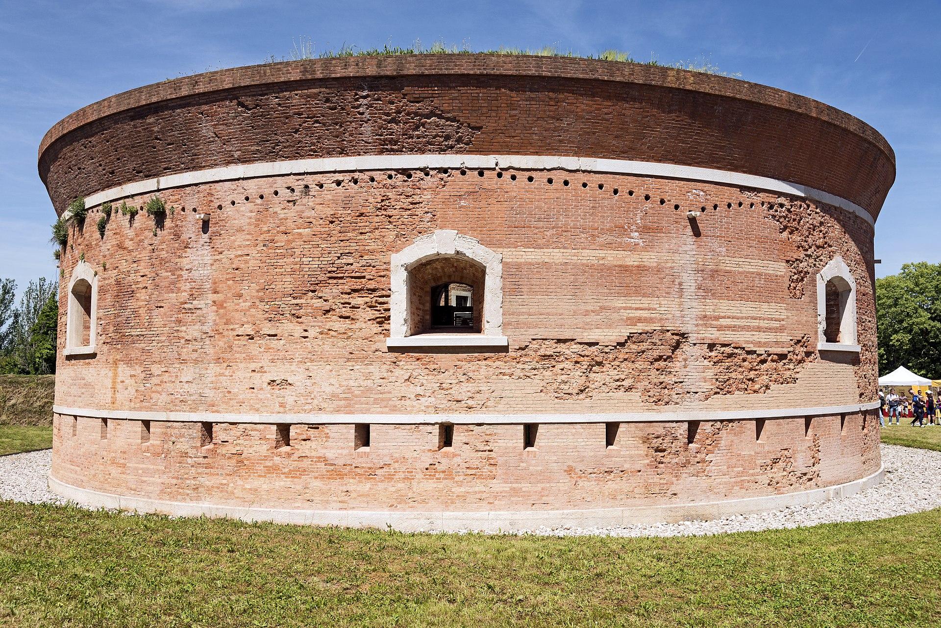 Isola di Sant'Erasmo (Venezia) - Torre Massimiliana.jpg