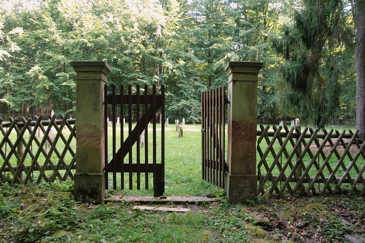 Jüdischer Friedhof Bornich 4.JPG