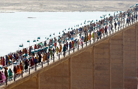 25,000 people walking to Delhi, on the bridge on the Chambal river, Janadesh 2007, India.