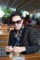 Janosch Moldau im Café 1.jpg