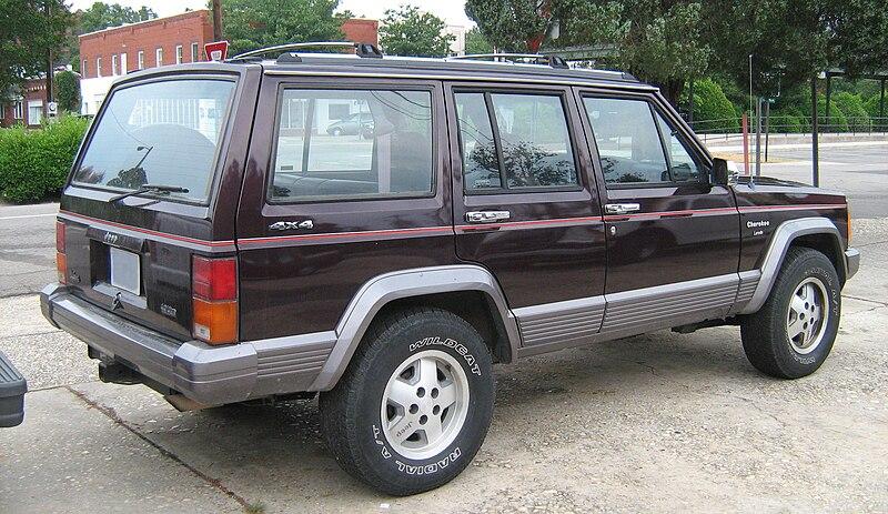 800px-Jeep_Cherokee_XJ_4D_Laredo_burgundy_SOP_rr.jpg