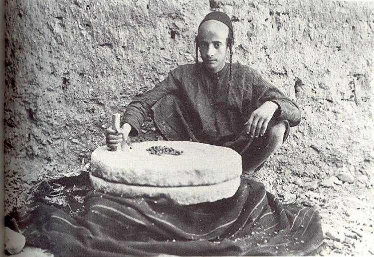 Jewish youth grinding coffee on millstone, Sana'a (Yemen) 1934