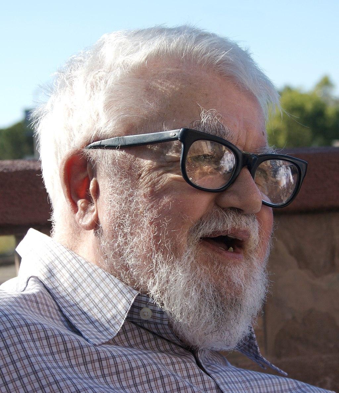 John McCarthy, informatico statunitense, padre dell'IA e del cloud computing.