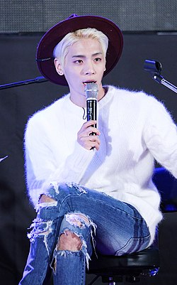 Jonghyun at Guerilla Date on September 18, 2015 04.jpg