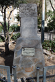 José Chacón (RPS 12-03-2017) monolito conmemorativo en Alcalá de Henares.png