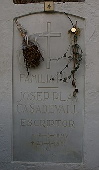 Josep Pla sepulcre.jpg