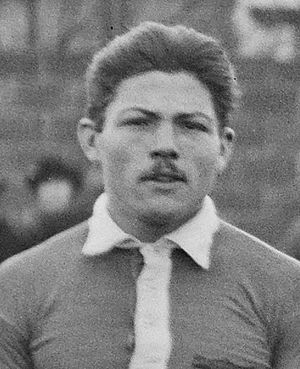 Jules Dewaquez - Image: Jules Dewaquez Olympique de Paris Football 1920 (cropped)