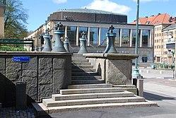 par ledsagare ansikte sittande i Göteborg