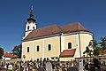 Kath Pfarrkirche St Leonhard am Hornerwalde mit Friedhof.jpg