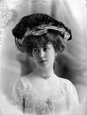 Hildebrand Harmsworth, 1st Baronet - Kathleen Harmsworth, c. 1902