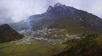 Khumjung - Image: Khumjung and Khumbila