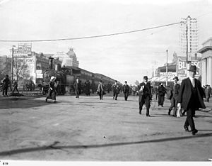 Glenelg tram - The last day a steam train ran up King William Street in 1914
