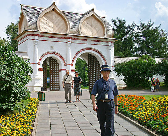 File:Kolomenskoe Spassky Gate Entrance.hires.jpg
