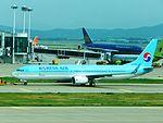 KoreanAir 737-900 HL8249 at ICN (28370492331).jpg