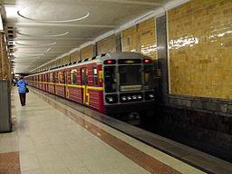 Krasnaya strela (Red arrow) train at Krasnoselskaya station (Метропоезд Красная cтрела на станции Красносельская) (5234111483)