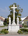 Kreuzigungsgruppe 23493 in A-2153 Patzmannsdorf.jpg