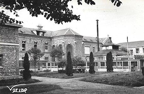 L3176 - Lagny-sur-Marne - Vue des jardins de l'hôpital.jpg