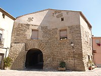 La Fuliola — portal de la vila closa.jpg