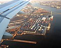 Landing over the Delaware River coming into PHL Philadelphia International airport - panoramio.jpg