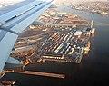 Landing over the Delaware River coming into PHL Philadelphia International airport - panoramio.jpg