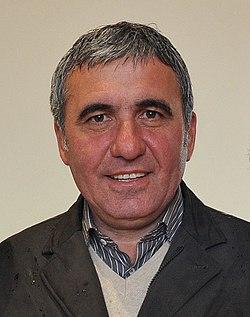 Lansarea candidaturii Gabrielei Szabo pentru Camera Deputatilor, Voluntari - 04.05 (48) (14270956179) (cropped).jpg