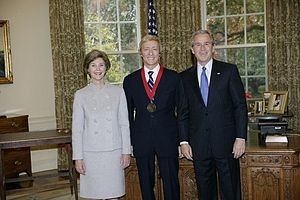 Leigh and Leslie Keno - President George W. Bush and First Lady Laura Bush stand with 2005 National Humanities Medal recipient Leslie Keno on November 10, 2005 in the Oval Office.