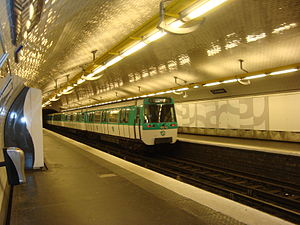 Crimée (Paris Métro) - Image: Ligne 7 Crimée rame part nord