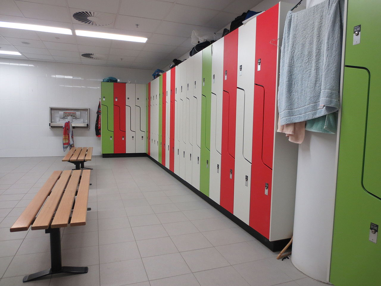 File Lockers In Modern Change Room Jpg Wikimedia Commons