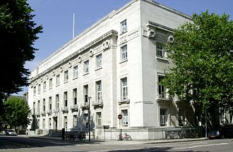 Portland stone - London School of Hygiene & Tropical Medicine, Keppel Street. Opened in 1929, the image shows the building's Portland stone facade .