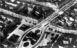 Wittenbergplatz Archive of the KaDeWe, unknown photographer [Public domain], via Wikimedia Commons