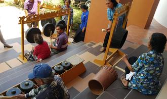 Lun Bawang - Lun Bawang in Sabah playing their musical instrument, Kelinang and Agung.