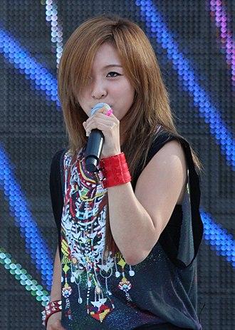 Luna (singer) - Luna performing at the M Super Concert 2012