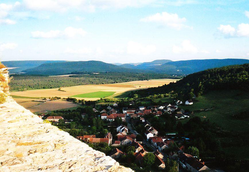 Mâlain view from the castle / vue du chateau du village de Mâlain