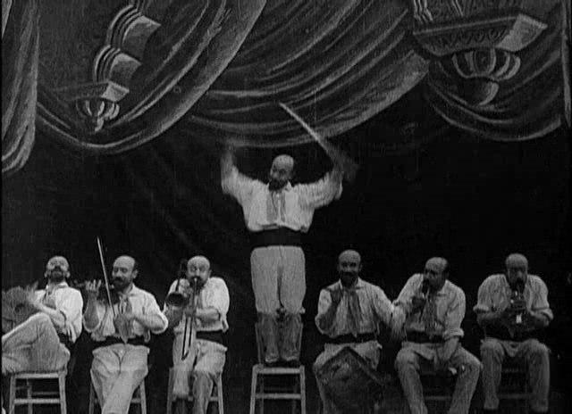 Méliès, L'homme-orchestre (Star Film 262-263, 1900) 02