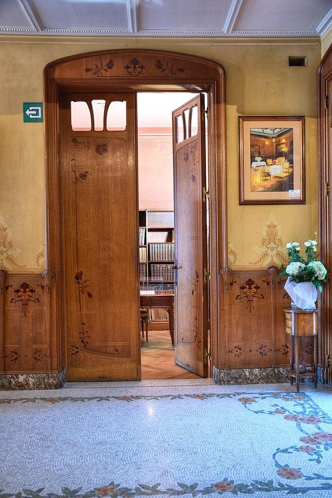 File:Maison Leon Losseau - hall d entree - porte du bureau ...