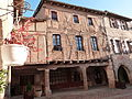 Maison sur la place des Arcades à Castelnau-de-Montmiral.JPG