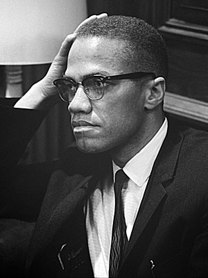 English: Malcolm X waiting for a press confere...