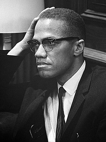 English: Malcolm X waiting for a press confere...