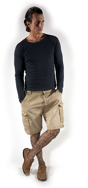 Pantyhose for men - A man wearing patterned male pantyhose