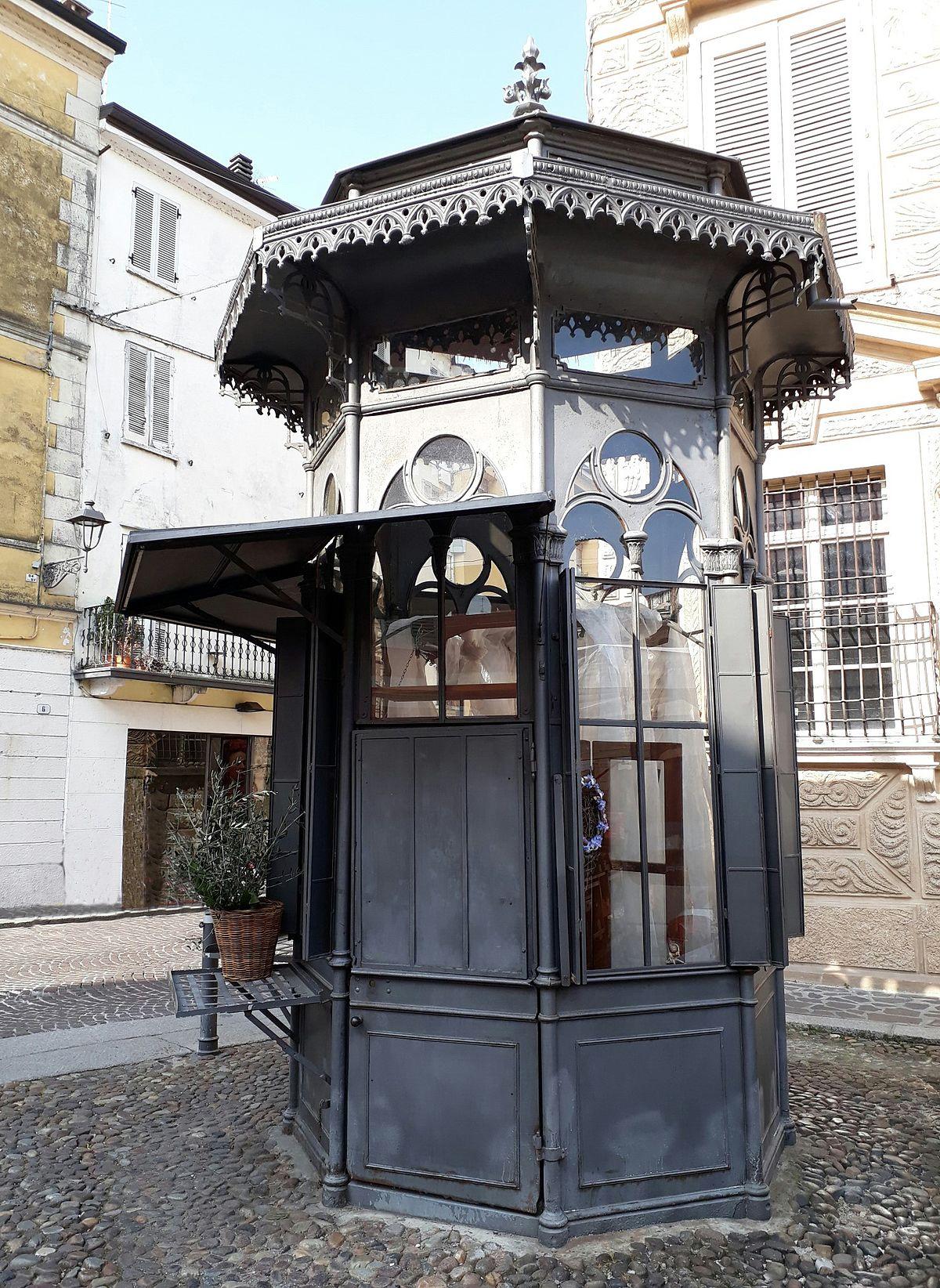Edicola di Piazza Canossa - Wikipedia
