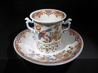 Trembleuse - Vienna porcelain trembleuse cup from the du Paquier period, 1730