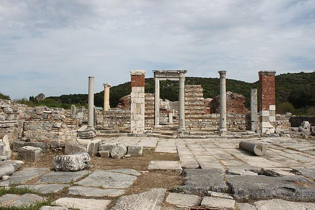 https://upload.wikimedia.org/wikipedia/commons/thumb/4/49/Marienkirche_Ephesos_2.jpg/640px-Marienkirche_Ephesos_2.jpg