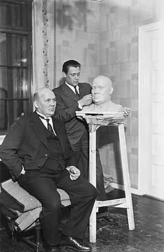 Frans Eemil Sillanpää - Sillanpää sitting for the sculptor Mauno Oittinen in 1931.