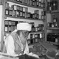 Mawalawi Abdul Sotār – hakim i zielarz w swoim sklepiku - Dawlatabaad - 002734n.jpg