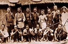 Description de l'image Men of Kavalan, prior to 1945.jpg.