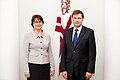 Ministru prezidents Valdis Dombrovskis tiekas ar Somijas vēstnieci Latvijā Pirko Hamalainenu (8032310931).jpg