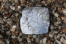 Miroir brisé à Saint-Rémy-lès-Chevreuse.jpg